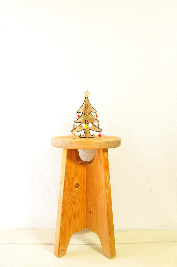 300円で買ったシンプルな木製の丸椅子