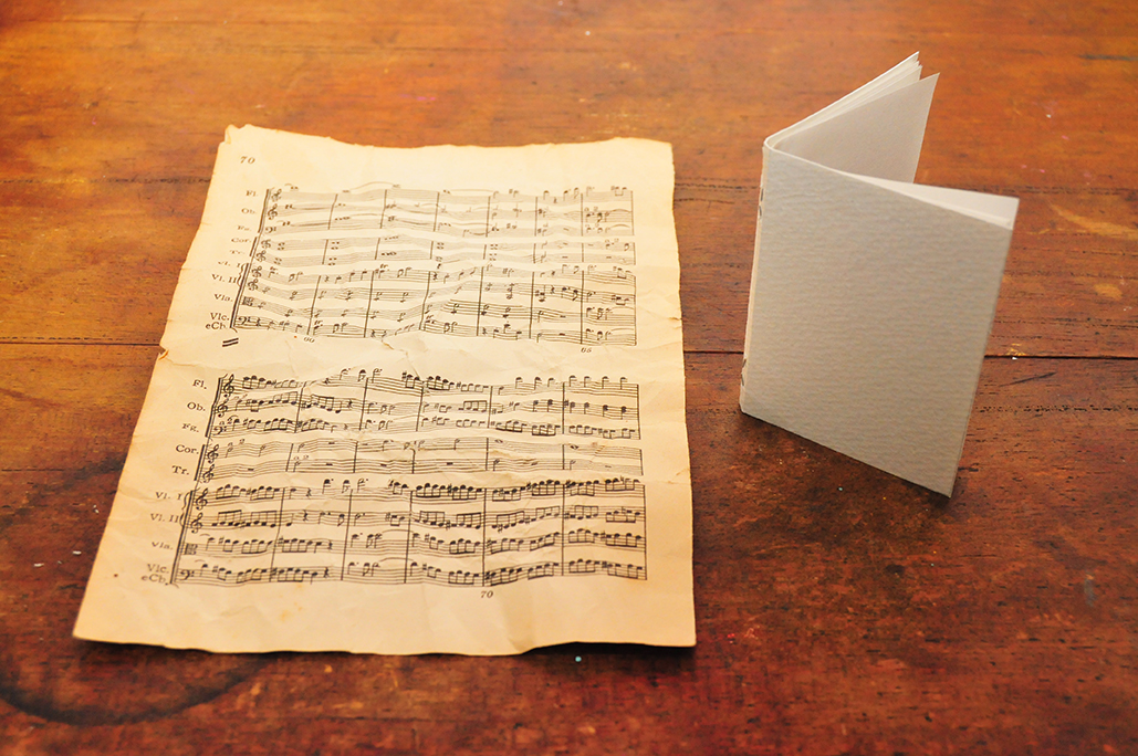 古本楽譜の一枚を豆本の表紙に使う