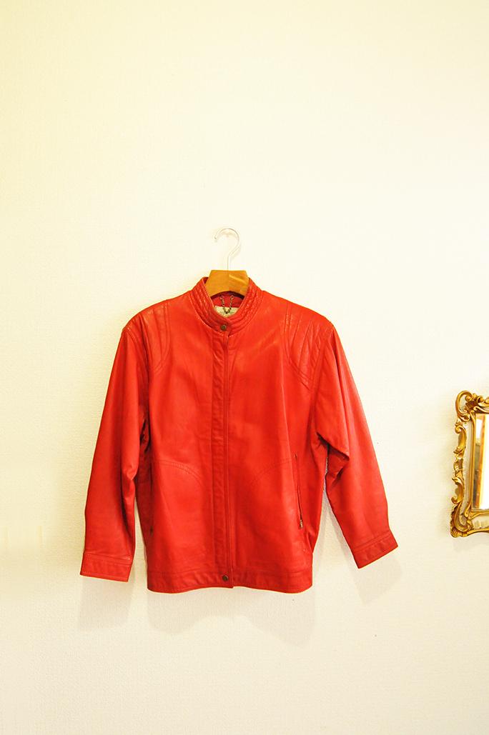 昔の赤のレザージャケット