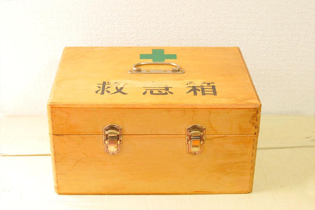 小学生の友達からもらった古道具プレゼントの救急箱