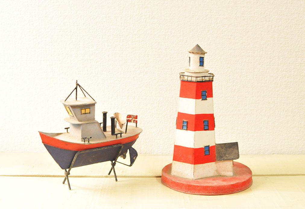 小学生からのプレゼントは古道具の灯台とボート