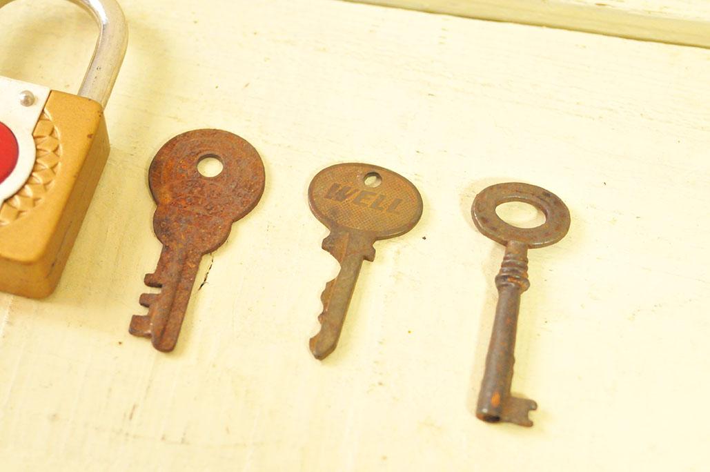 フリマで買った古い鍵は錆びた模様が楽しい