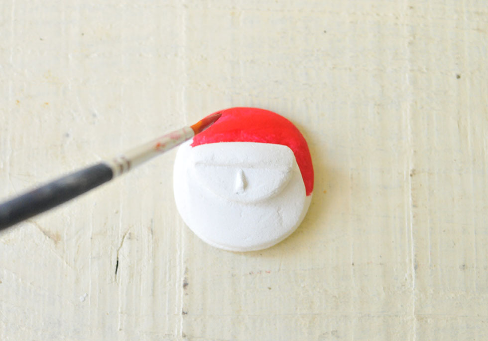 ダイソーの粘土でブローチ作り(色を塗る)