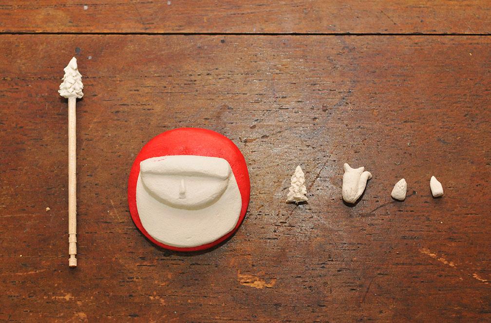 粘土ブローチのベースと細かいパーツ