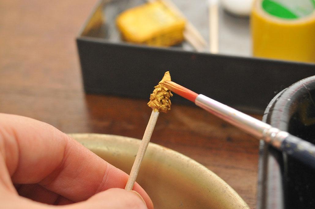 100均の粘土で細かいブローチのパーツ作り