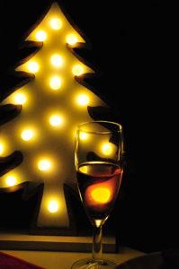 クリスマスツリーライトと買ってきたシャンメリー
