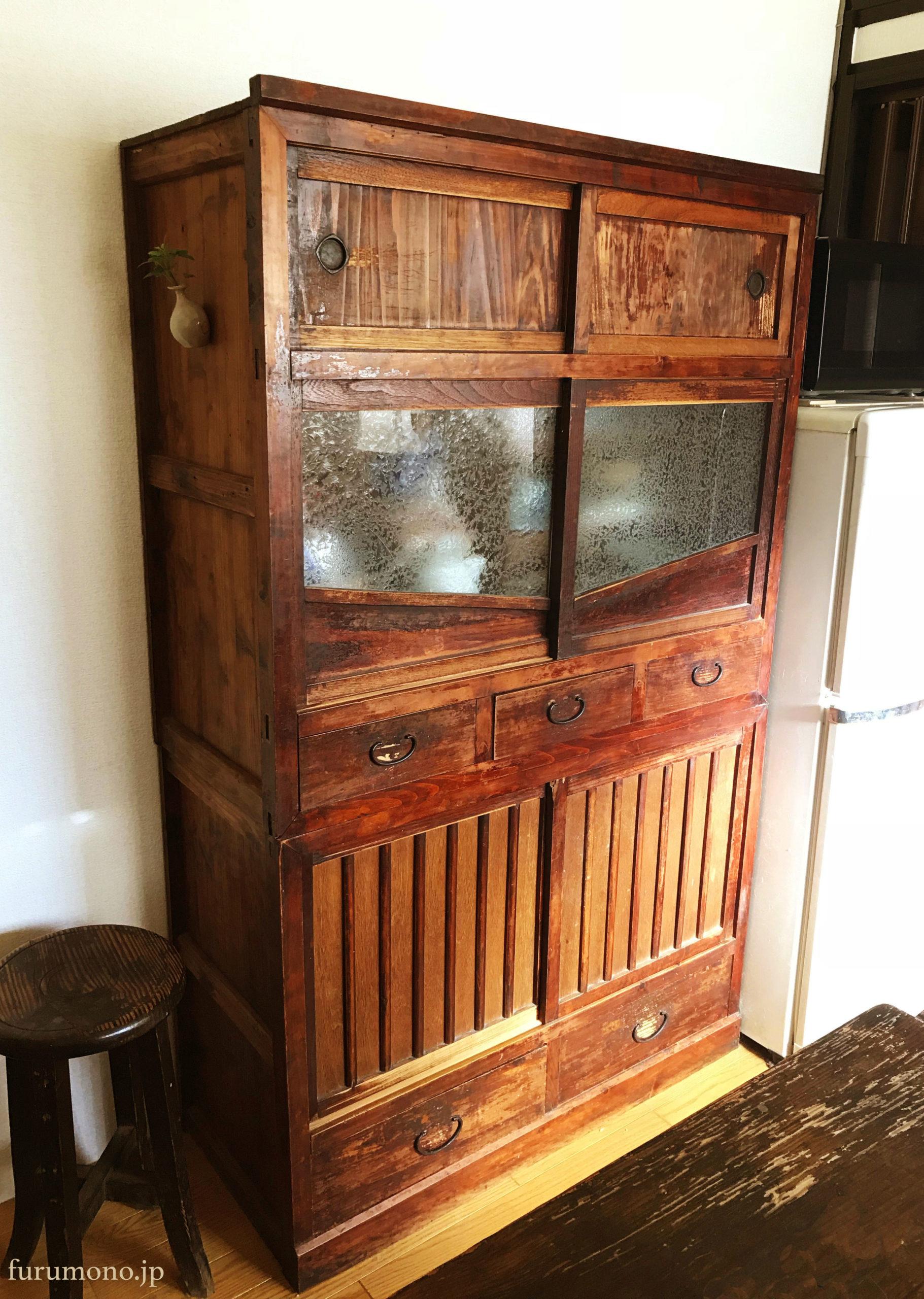 わが家の100年以上前のアンティーィク食器棚