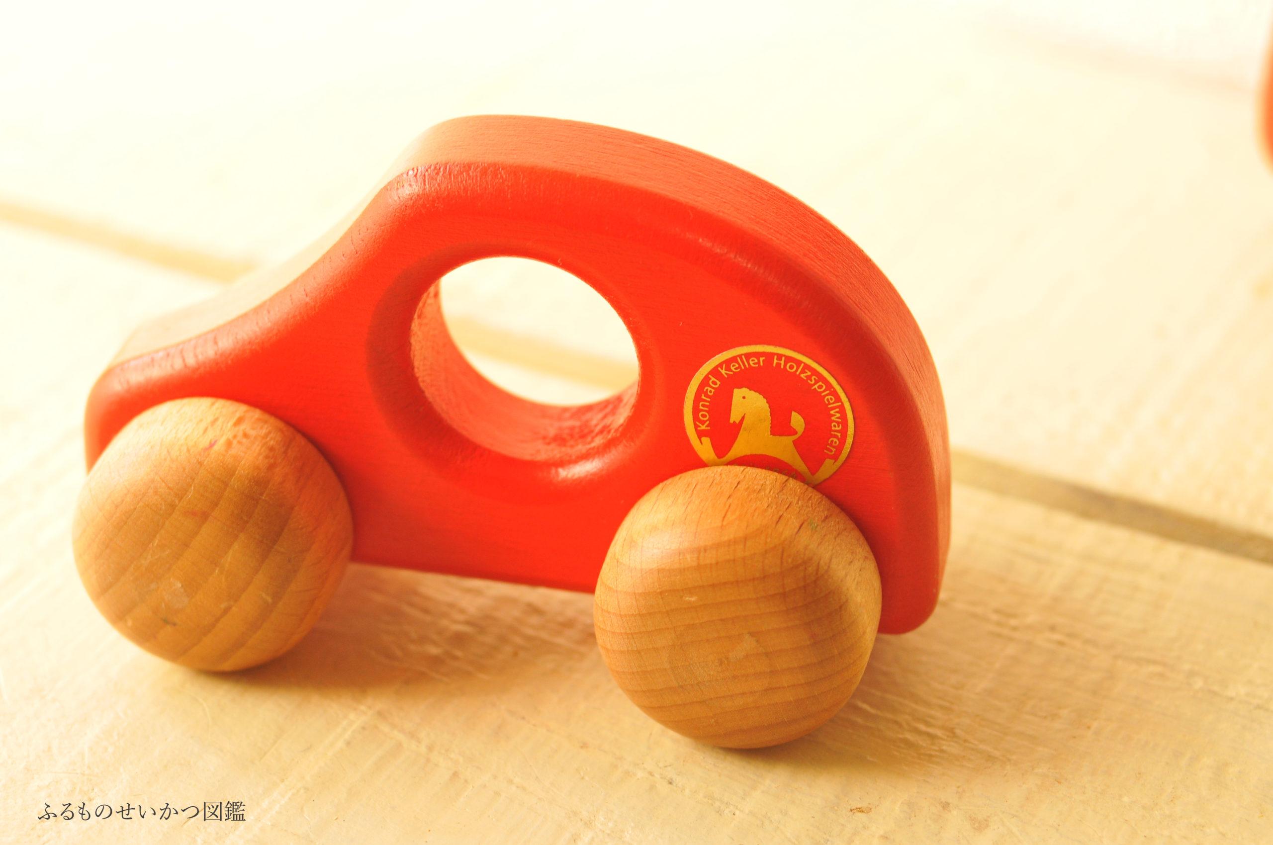 【100円】車の木製ベビーオモチャは赤色で可愛い
