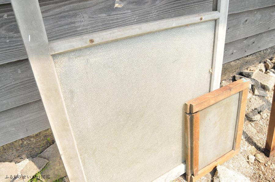 倉庫に眠っていた古い建具たちをお洗濯!