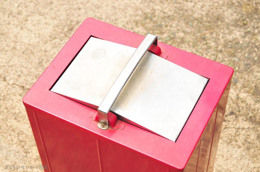 インダストリアル風ゴミ箱とレトロ椅子「もらいもの生活」!