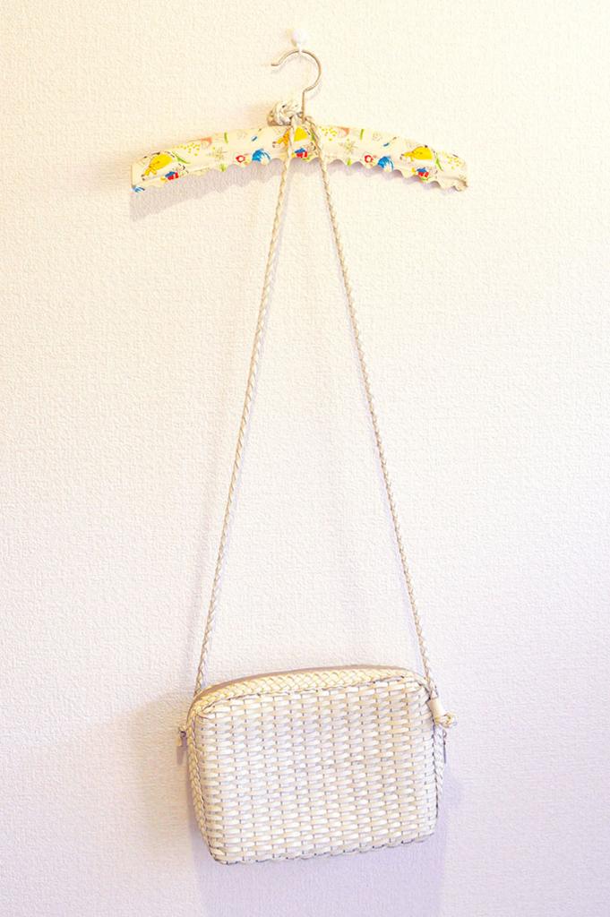 バッグ掛けに使っているドイツ製イラストビンテージハンガー