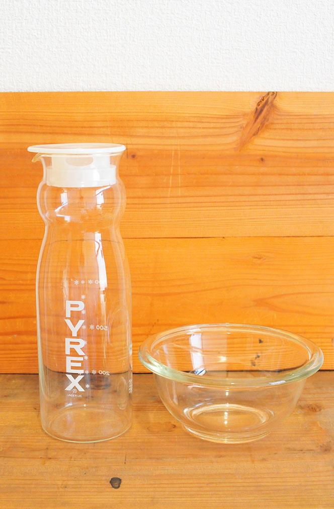 PYREX製(パイレックス)の冷茶ポットとボウル