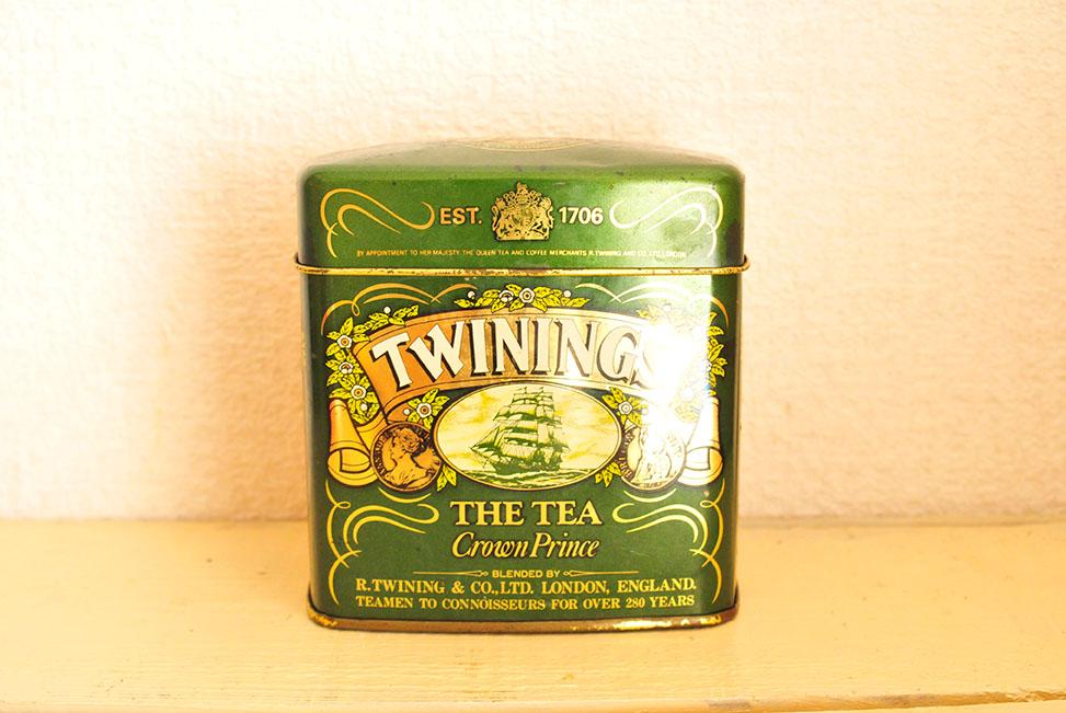 調味料入れにした紅茶の缶