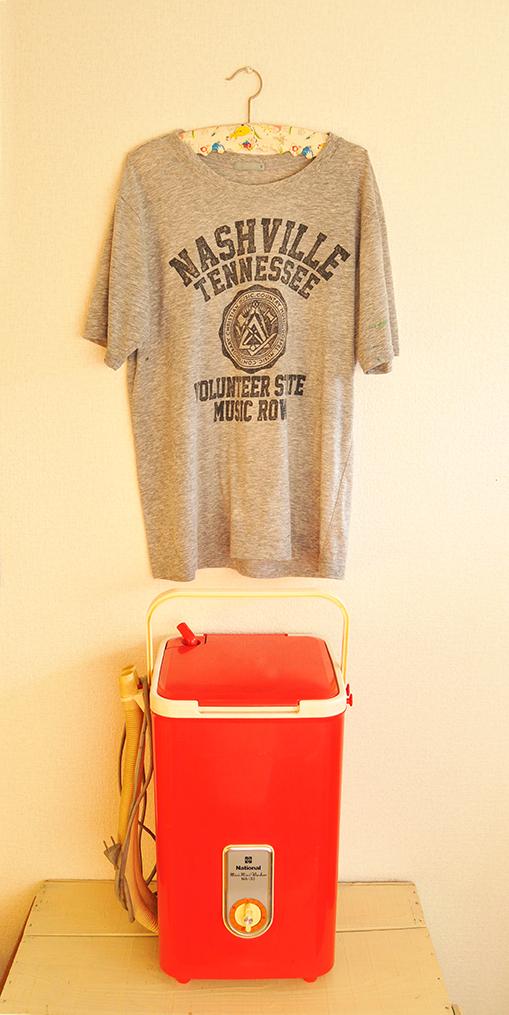 レトロ電気洗濯機で洗ったシャツと洗濯機