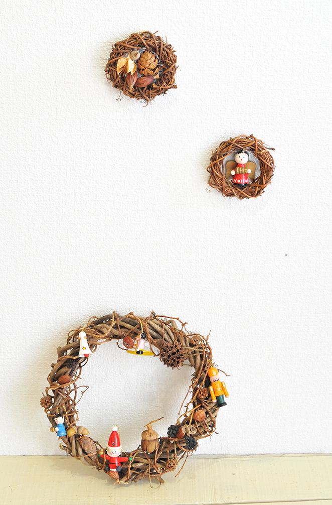 壁にかけたり棚に置いたり楽しめるクリスマスリース