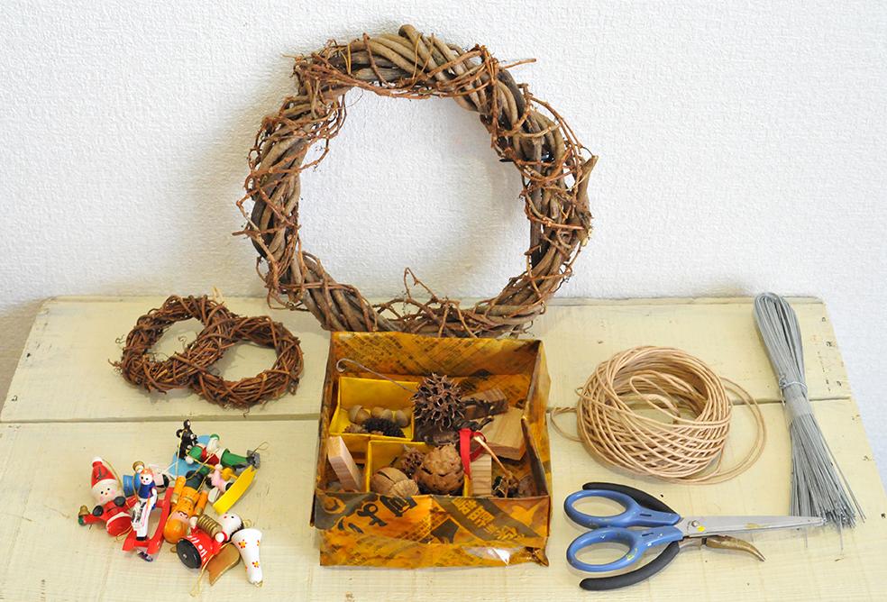 クリスマスリースのカラフルな材料や道具の紹介