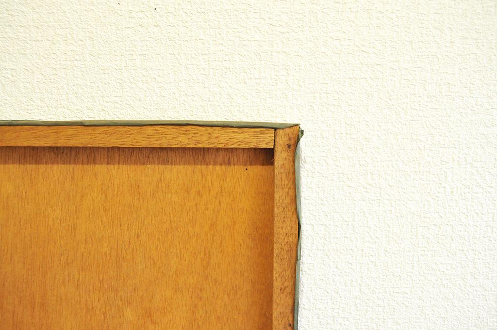 20円の木製ボードの裏面には木枠がある