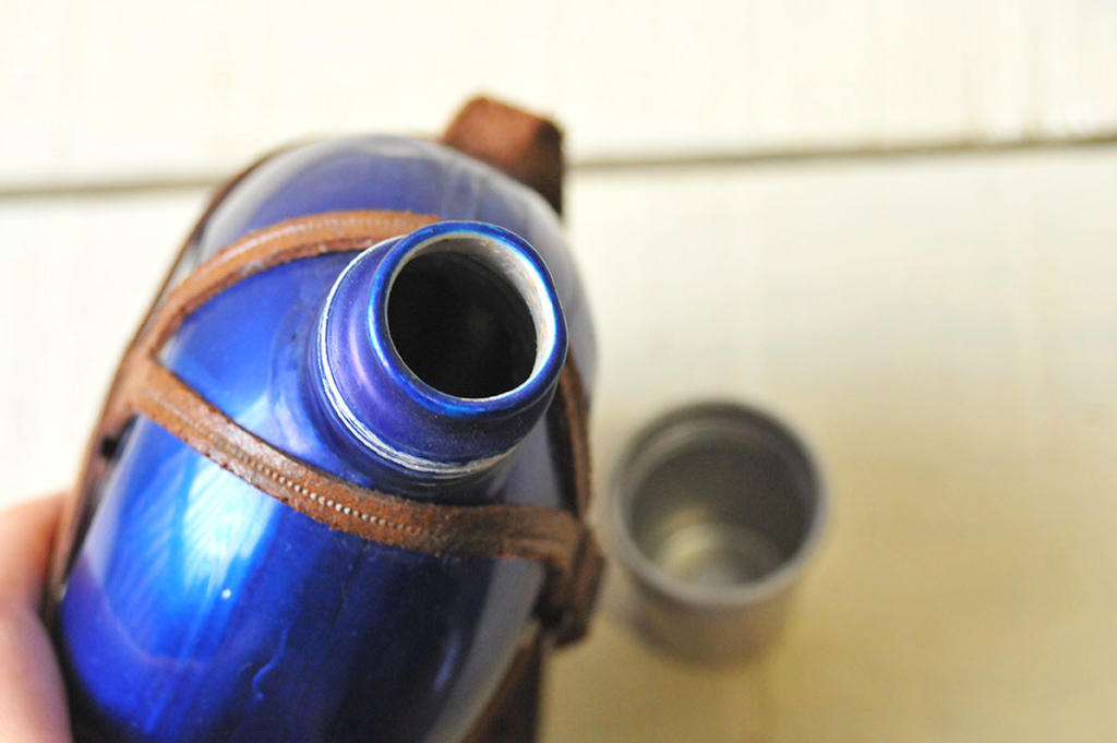 水筒の口もトロンとしていて素敵なデザイン