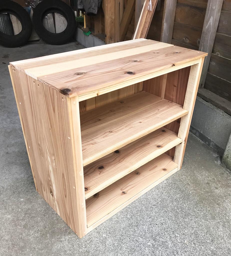 DIYしているリンゴ箱サイズの3段靴箱