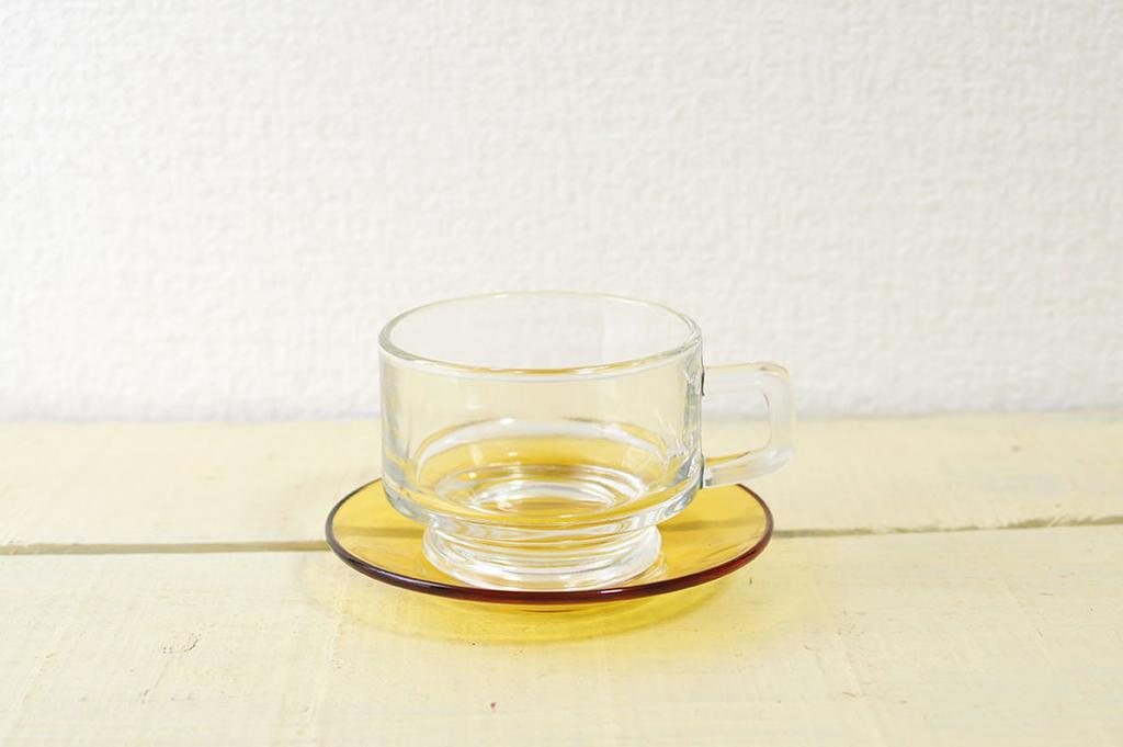 透明グラスカップとソーサーでオシャレなティータイムを過ごせそう