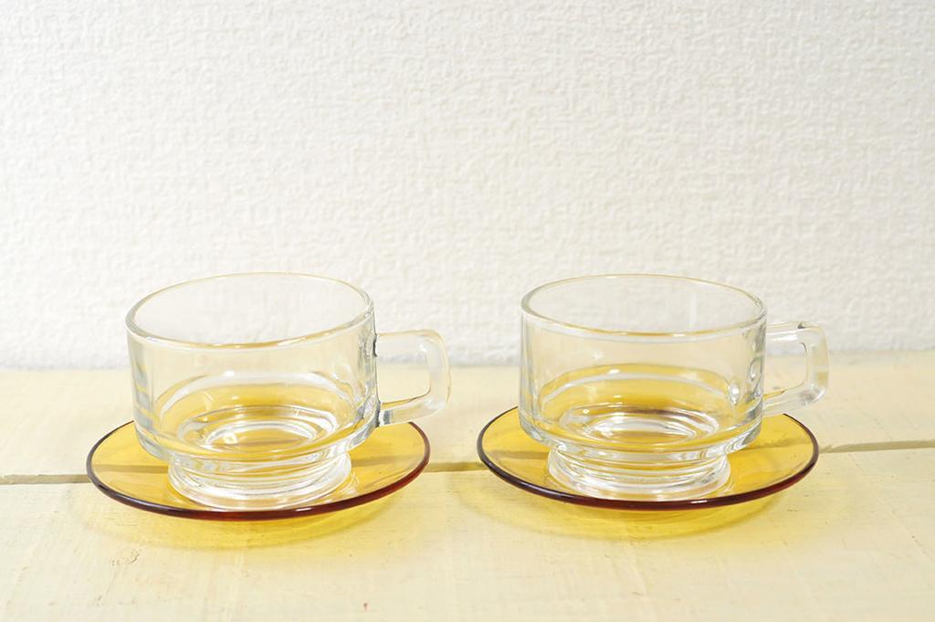 レトロなガラスカップとソーサーの2セット