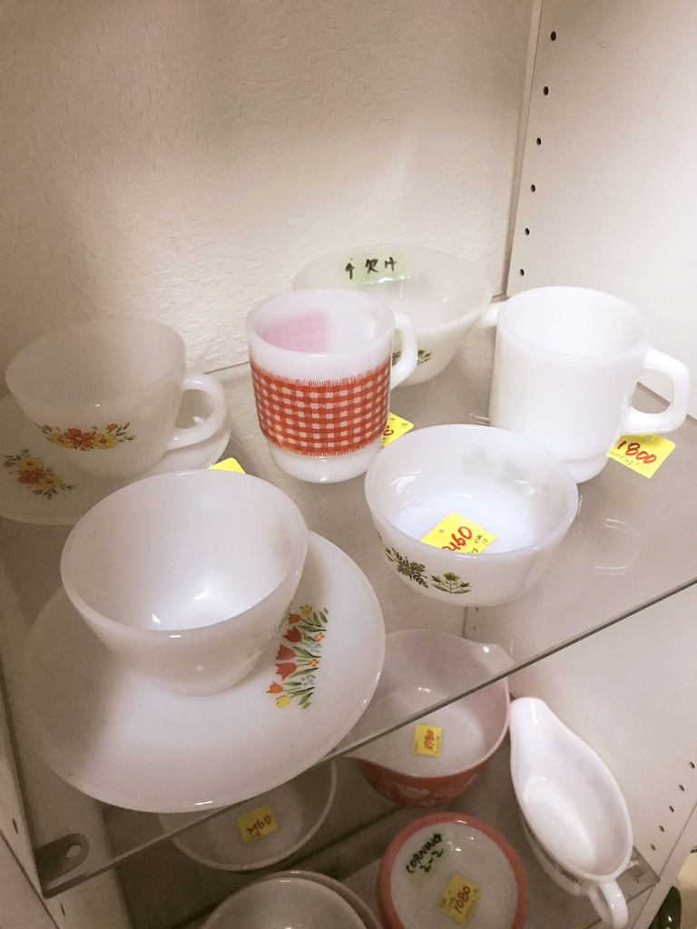 チューリップ柄が可愛いミルクガラスのレトロ食器たち