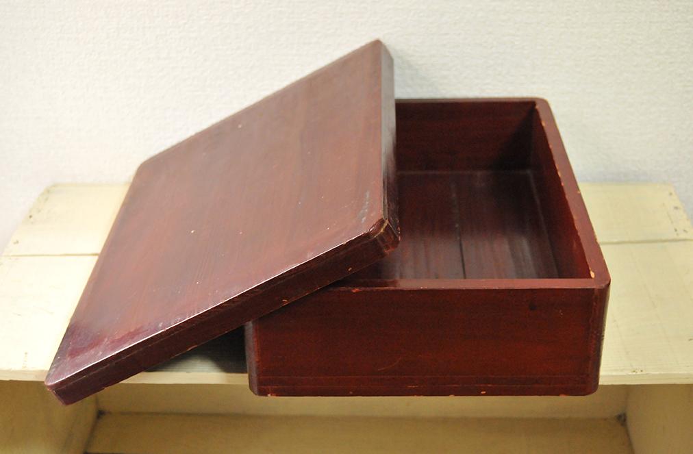 ふるものせいかつ図鑑ーフタ付き木箱はけっこうな年代物