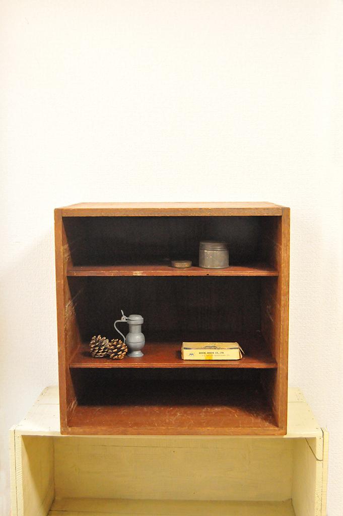 おしゃれな飾り棚にもなりそうな古道具棚
