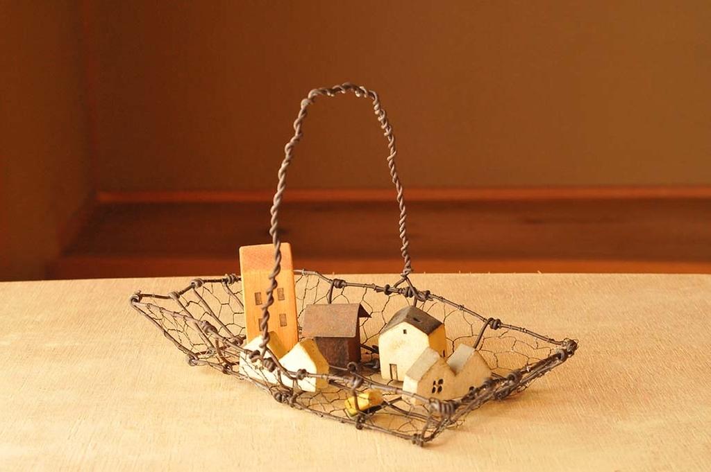 小さな雑貨を置いても可愛い手作りインテリアワイヤーカゴ