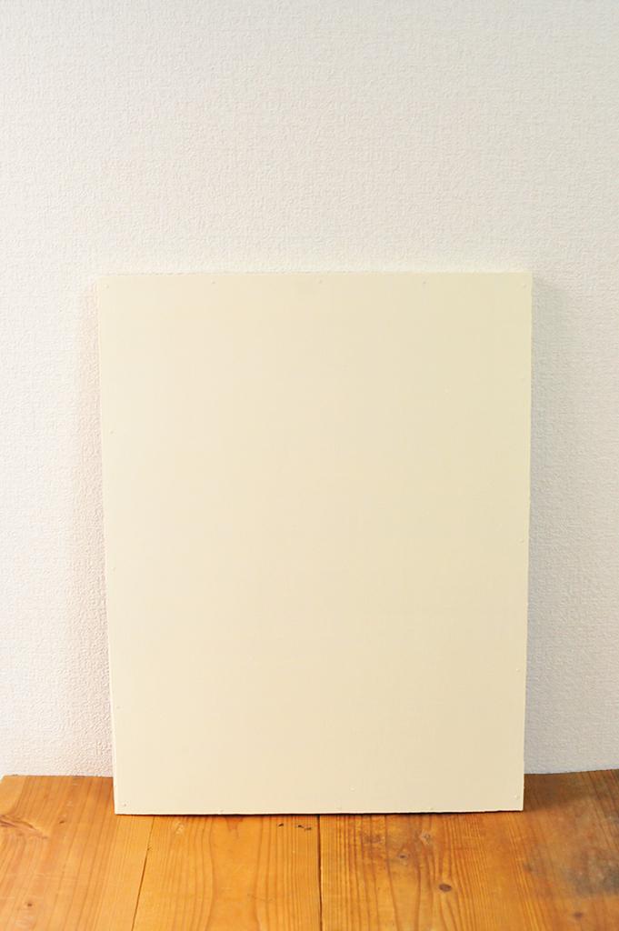 20円で買ったボードをホワイトに塗ってDIYにお役立て。