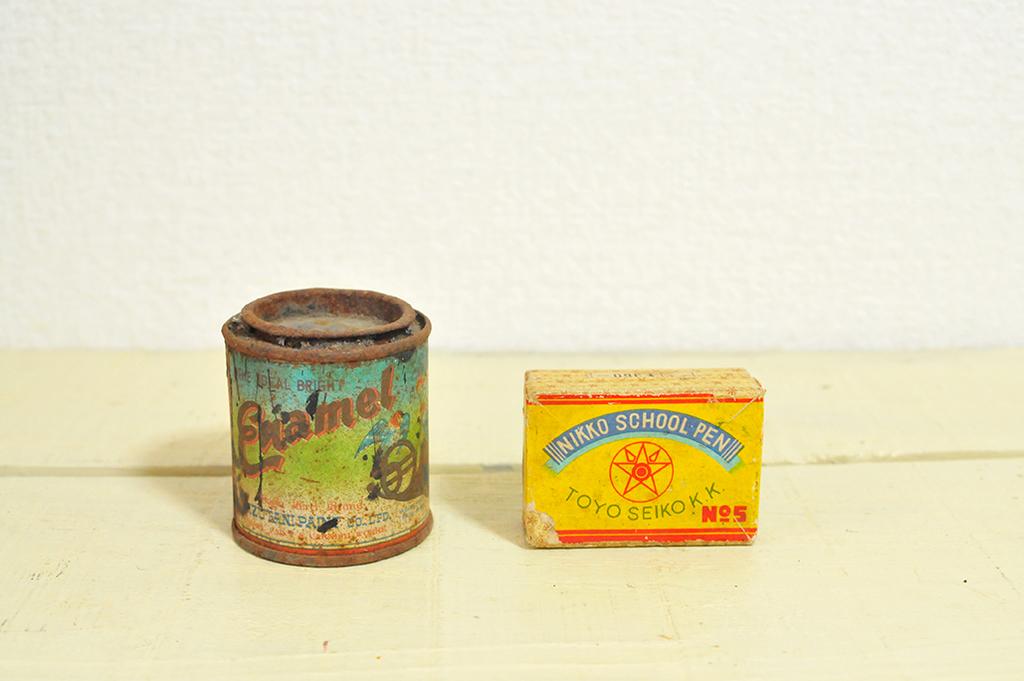 レトロで錆びた塗料缶とスクールペンの小箱-ふるものせいかつ図鑑