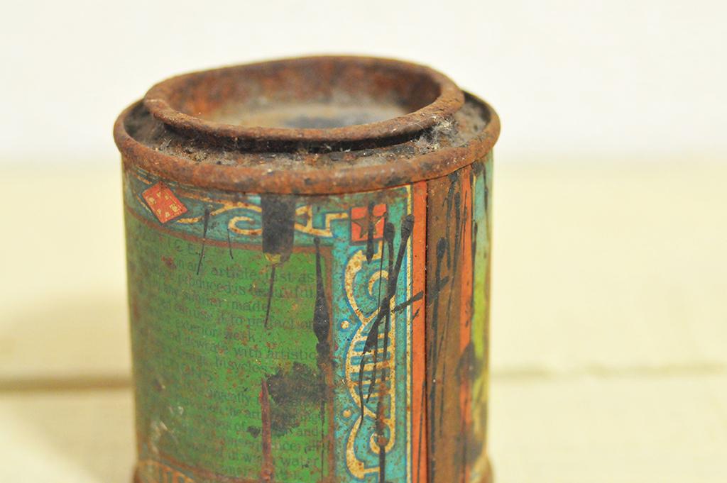 錆びたフタは開かないが素敵な雰囲気を醸し出す古物-ふるものせいかつ図鑑