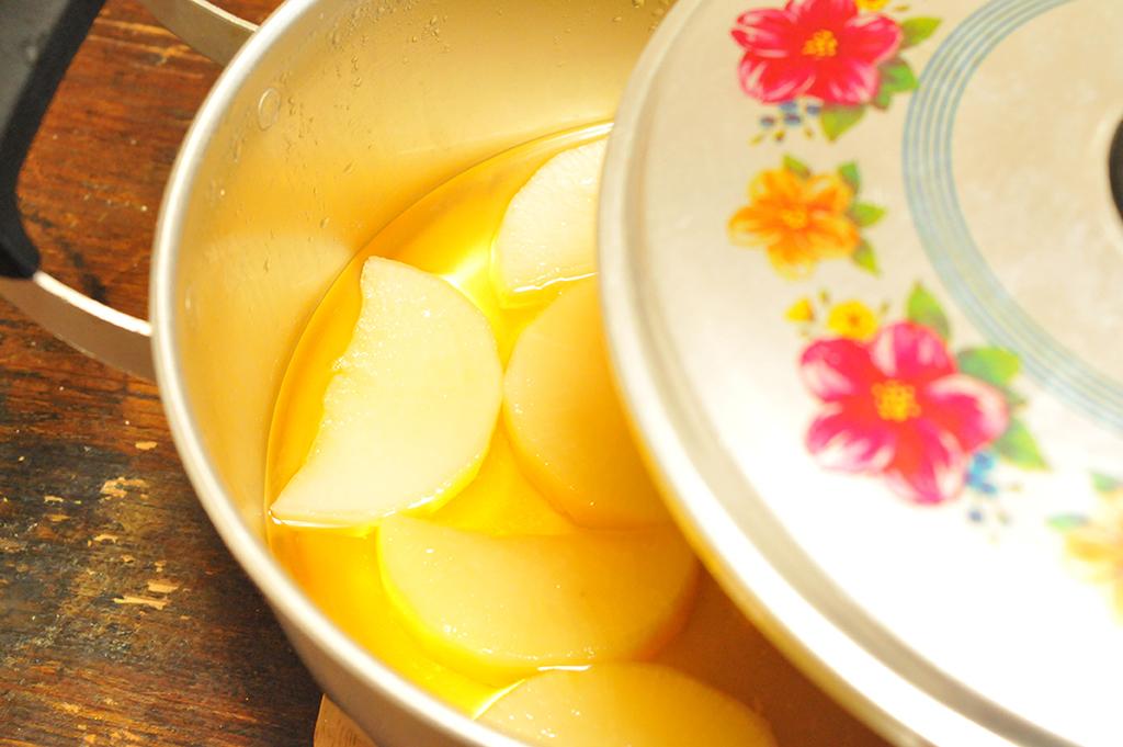 レトロアルミ鍋で大根をコトコト煮込む-ふるものせいかつ図鑑