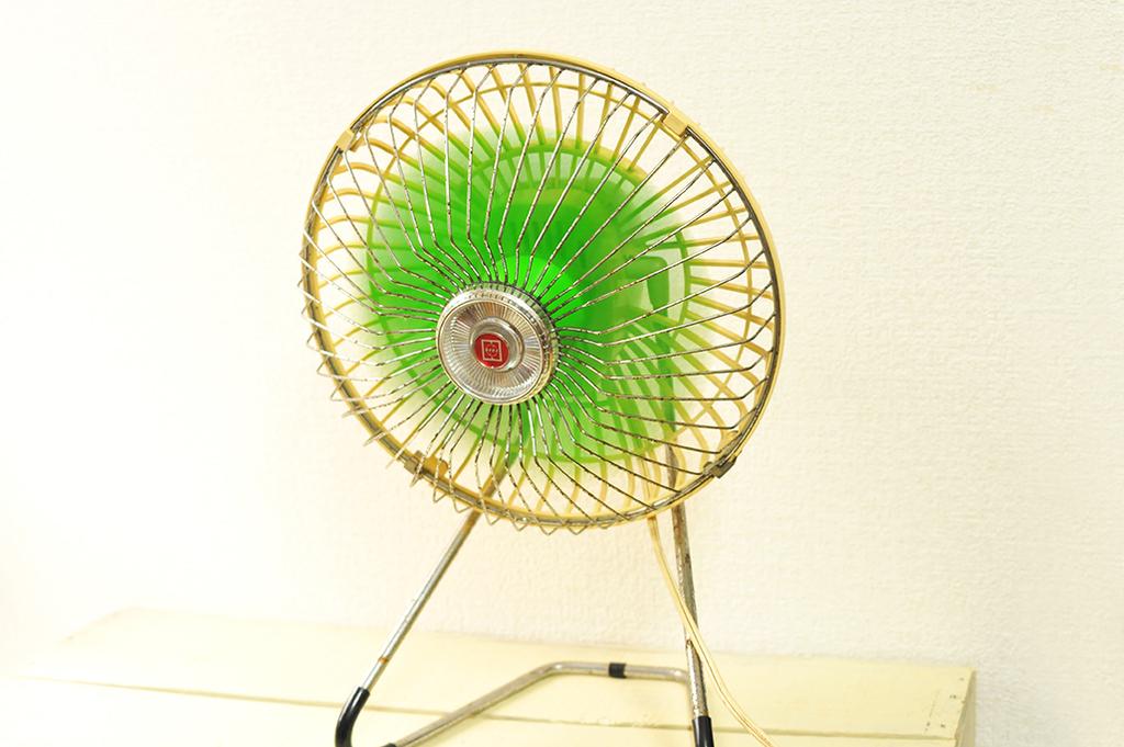 レトロな卓上扇風機は今でも作動して昭和の風を送ってくれる-ふるものせいかつ図鑑