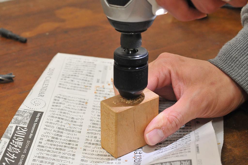 穴開けにドリルストッパーを使う-ふるものせいかつ図鑑