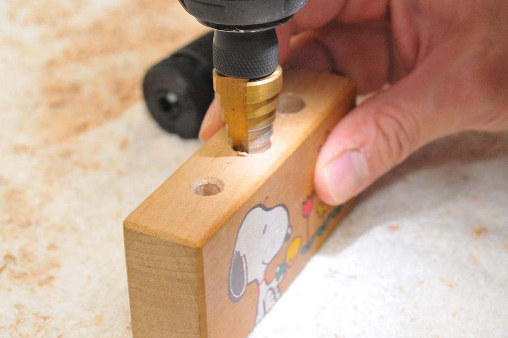 タケノコ型ドリルで穴を広げる-ふるものせいかつ図鑑