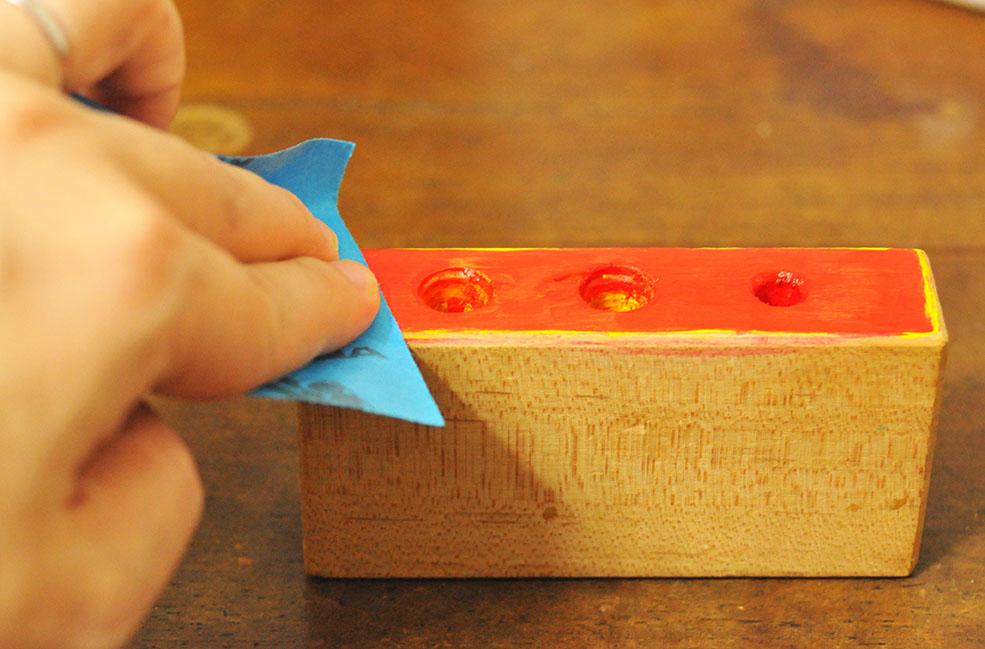 積み木リメイクDIY-重ね塗りした色にヤスリをかける-ふるものせいかつ図鑑