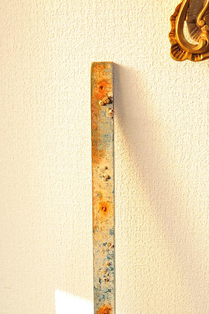 海で拾った色つき流板、流木はインテリアのアクセントになりそう-ふるものせいかつ図鑑
