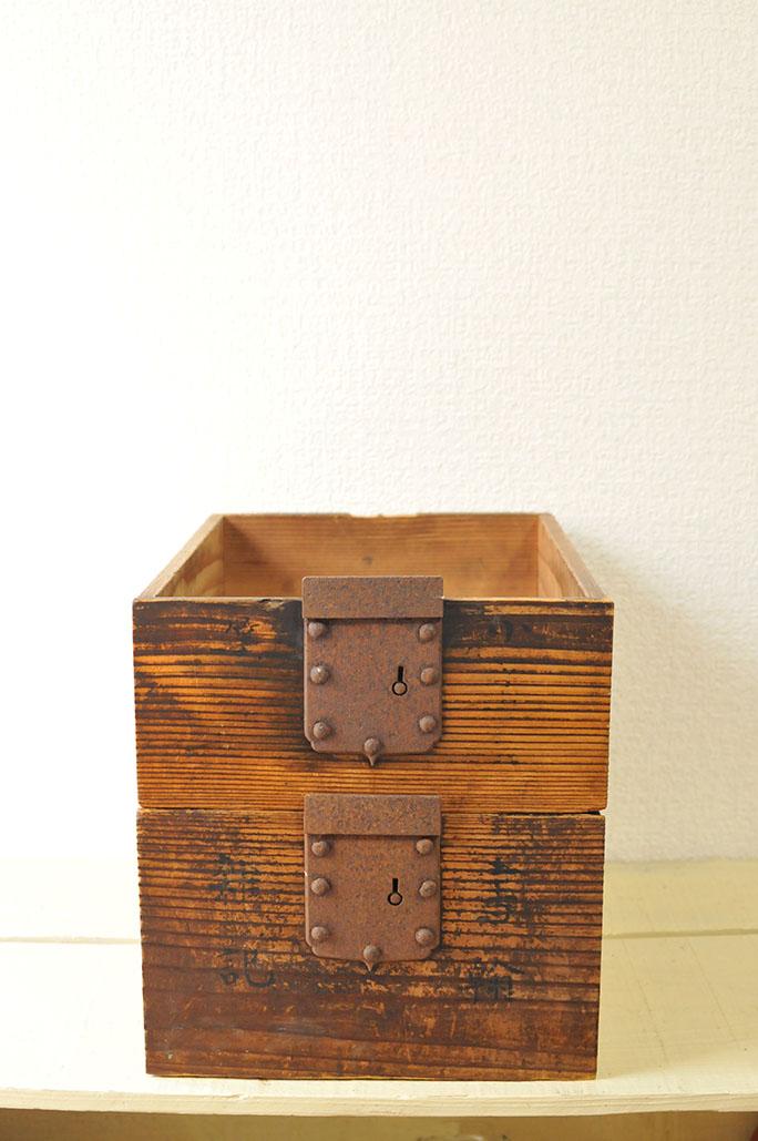 古道具-金具付き引き出し箱は道具入れに活躍しそう-ふるものせいかつ図鑑