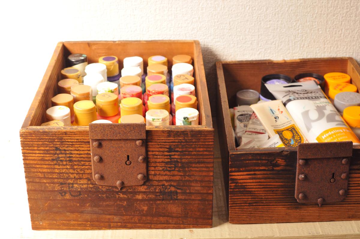古道具箱を絵具入れにして収納・整理整頓を楽しむ-ふるものせいかつ図鑑