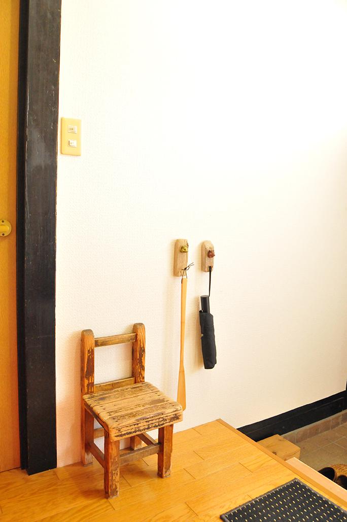 玄関をちょっとおしゃれに。ゴミで作ったシンプル可愛い壁掛けフック