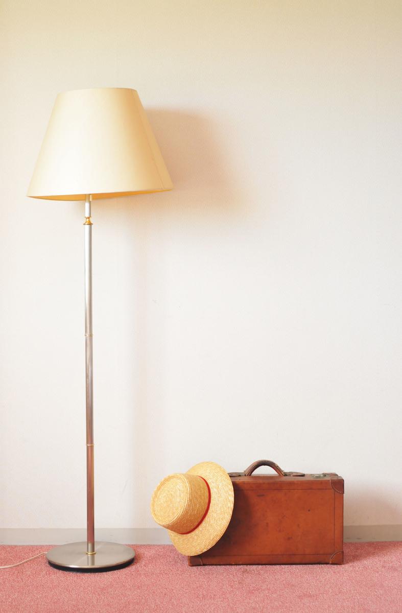 旅行先にて。お供の古い革のトランクバッグ-ふるものせいかつ図鑑