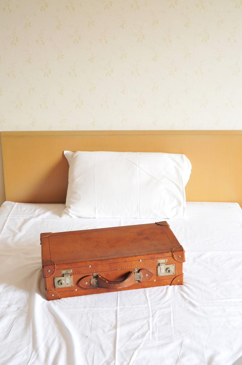 古い革のトランクバッグで旅に出る-ふるものせいかつ図鑑