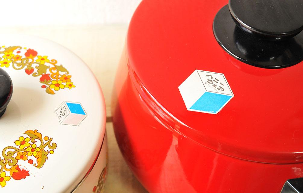 同じメーカーのレトロホーロー鍋。ポイントカラーは赤で揃える