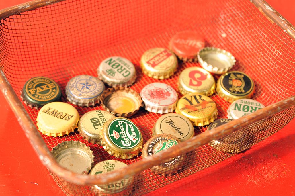 道に落ちている瓶のフタを集めたコレクション-ふるものせいかつ図鑑