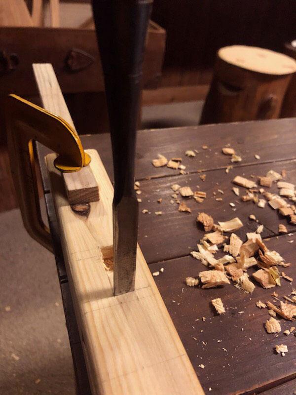 古道具DIY-ノミを使って木組みして子ども用イスを作る
