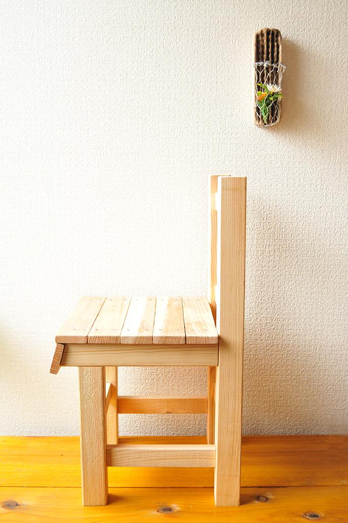 古道具を手本に作ったとても安定感のあるカッコイイ子ども用椅子が完成