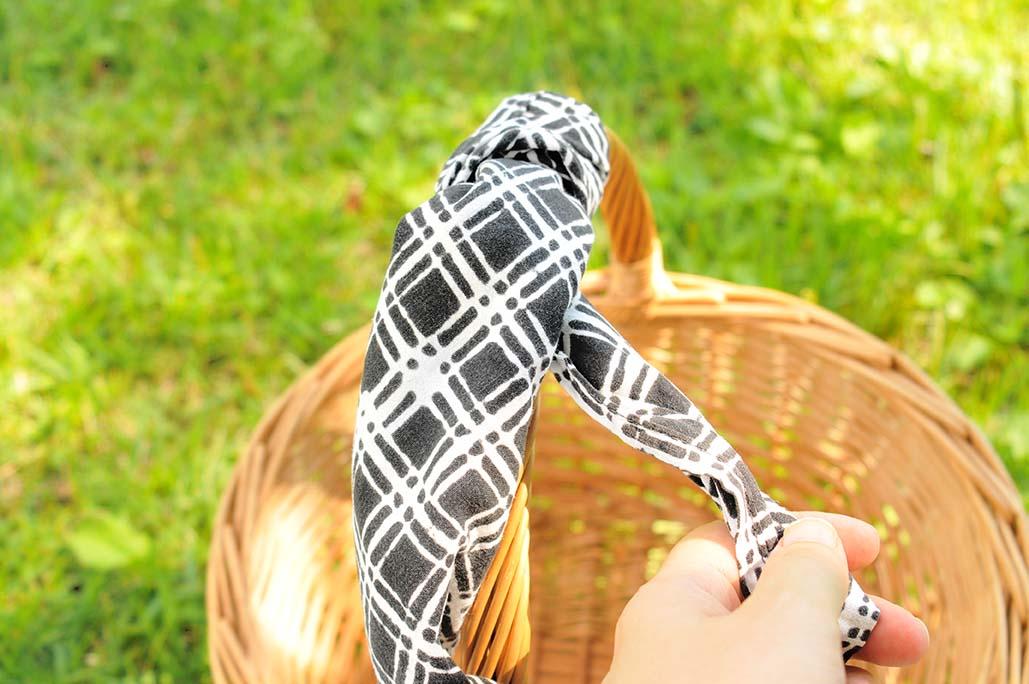 500円のカゴの手さげ部分に布を巻いて握りやすく、ちょっとオシャレ