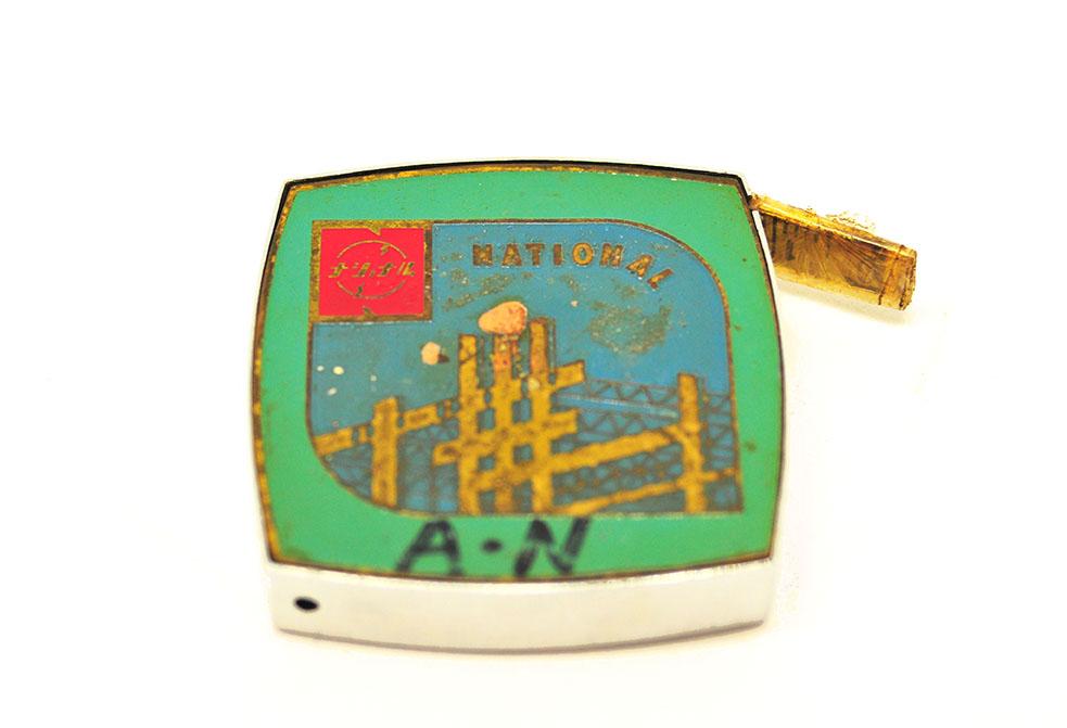 古道具のレトロなコンパクトメジャー